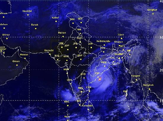 CYCLONE HUDHUD LASHES INDIA'S EAST COAST - Caravan Daily