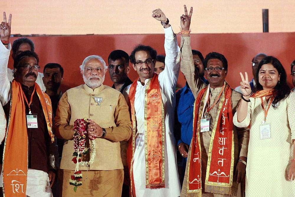http://newstrack.outlookindia.com/images/modi_thackeray20140421_1_2.jpg